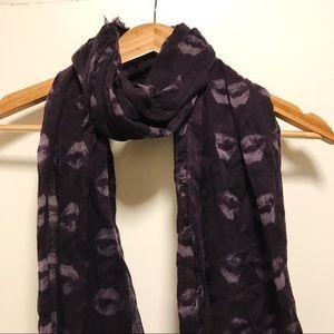 Purple kisses scarf